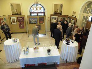A kiállítást a szálloda egyik kisebb terében rendezték meg