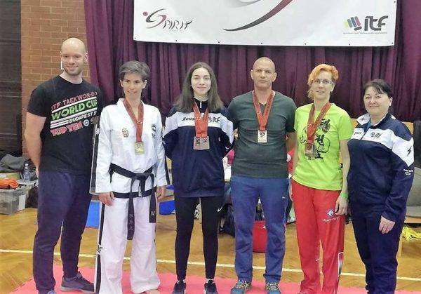 A képen balról jobbra: Kerekes Balázs (edző) Mucsy Petra, Nasszer Júlia, Gyömörei Gyula, Kosztyu Székely Veronika, Papirovnyik Mónika. Fotó: Veszprémi Taekwondo SE