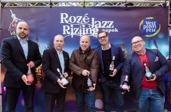 A képen balról jobbra: Sövényházi Balázs, Porga Gyula polgármester, Mészáros Zoltán, Zsandár Tamás és Szitnyai Zalán. Fotó: VeszprémFest