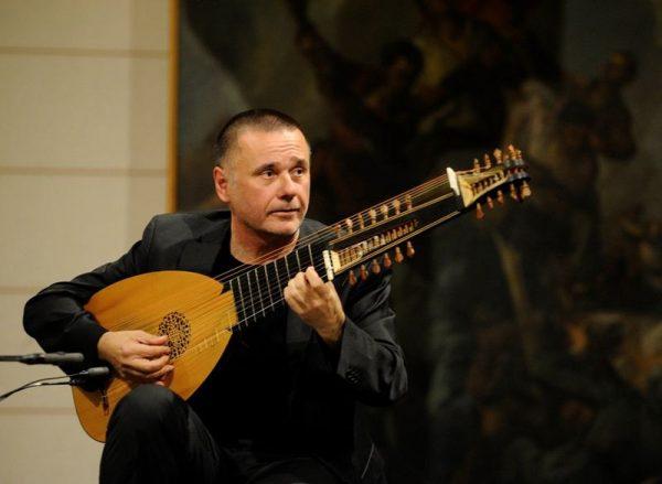 A bosnyák Edin Karamazov, aki Stinggel is muzsikált, június 24-én ad koncertet a gitárfesztiválon. Fotó: Balatonfüredi Nemzetközi Gitárfesztivál