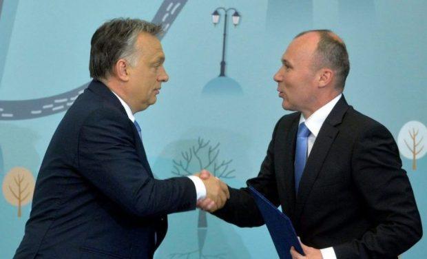 A miniszterelnök személyesen tett ígéretet arra, hogy uszoda épül Veszprémben. Fotó: Veszprém Kukac archív