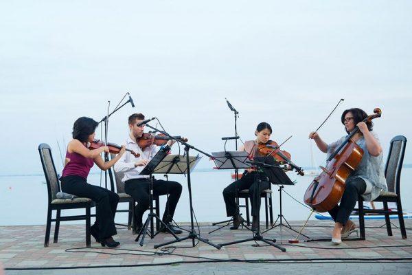 A június 21-ei almádi koncerten a Central European String Quartet muzsikált. Fotók: Érdi-Harmos Réka