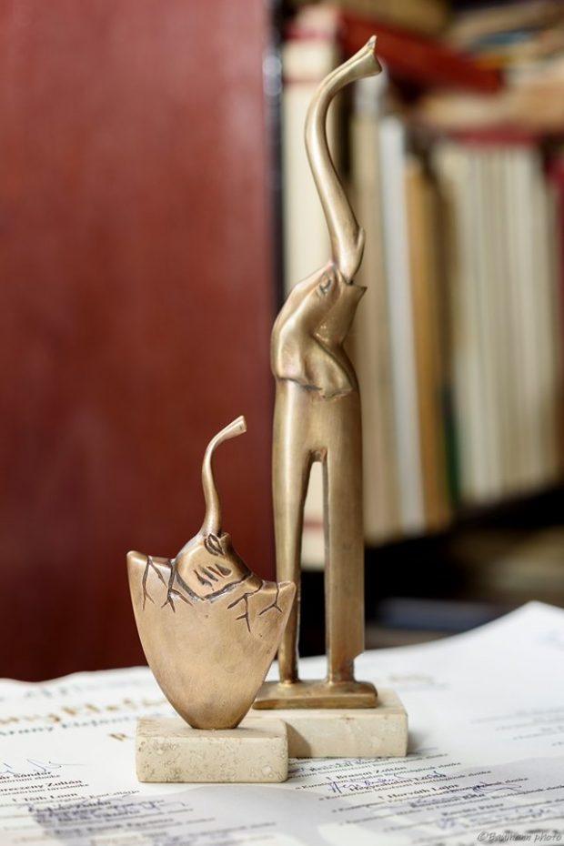 Az eredeti és az Arany Elefántyuk Junior-díj