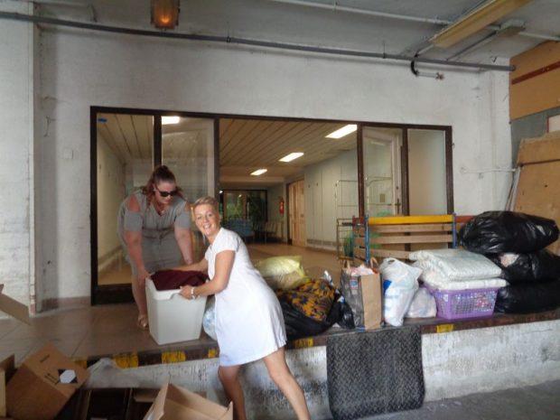 Sörös Babett és Takács Katalin. Megérkeztek az adományok a kórházba