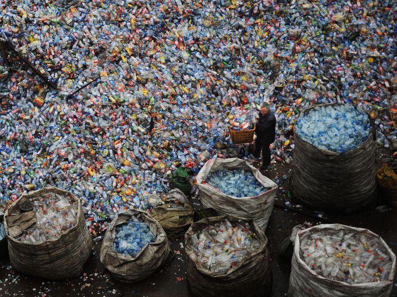Műanyaghulladék egy újrahasznosító üzemben Kínában. Fotó: China Photos/Getty Images