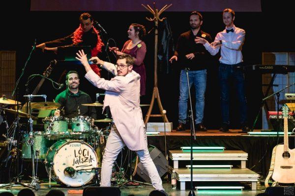 Pillanatfelvétel az Extravaganza  színpadi változatából
