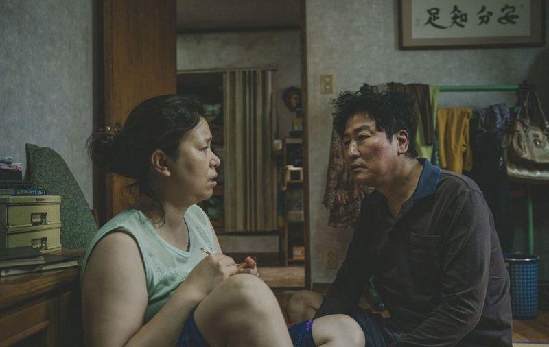 A filmnapok első vetítésén a közönség az Élősködők című dél-koreai drámát nézheti meg, amely 2020-ban a legjobb idegen nyelvű film kategóriában versenyez az Oscar-díjért