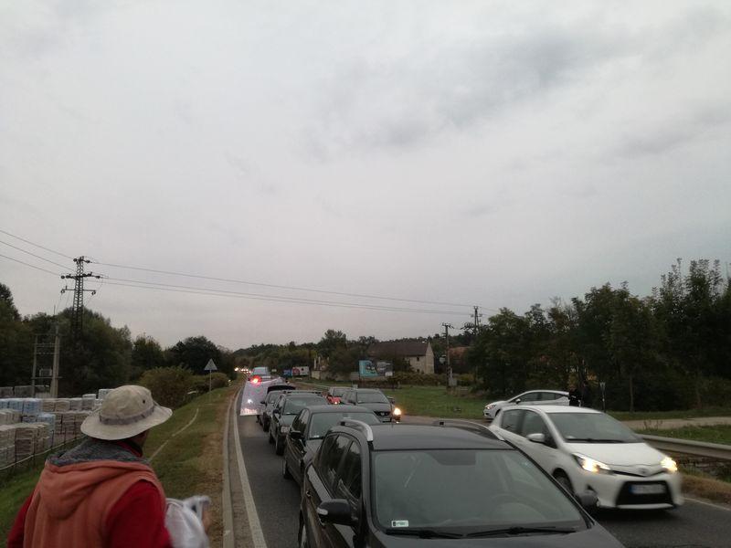 Félpályás útlezárás a Házgyári úton. Fotó: Facebook