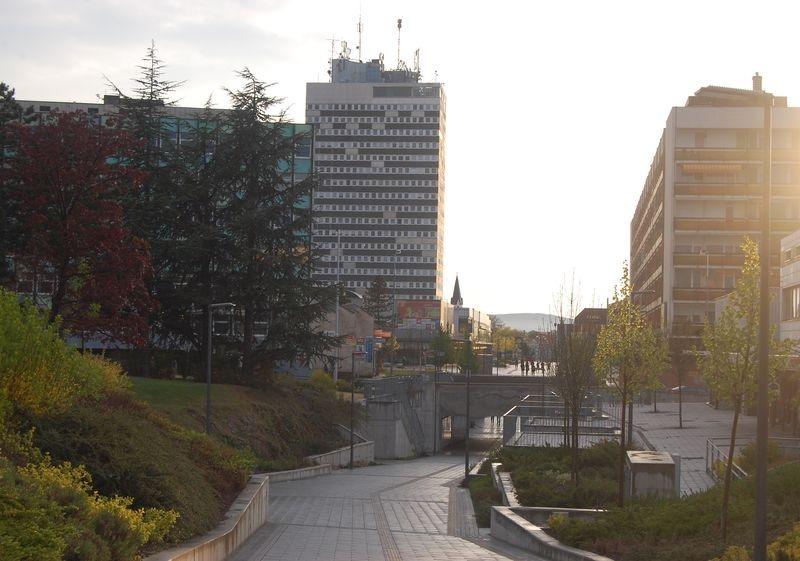 Nem ártana életet lehelni a belvárosba, ahol egyre több az üres üzlet és a kihalt köztér. Fotó: Veszprém Kukac archív