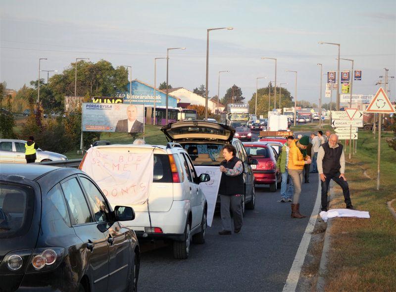 Csütörtökig várnak, addig engednek az útzárak szorításán. Fotó: Facebook