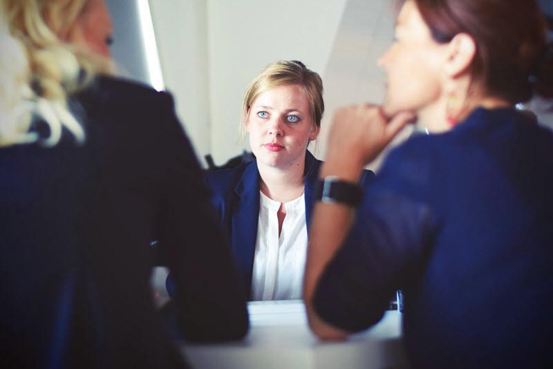 Sokszor a női és férfi különbségek, vagy a családi állapot jobban befolyásolják azt, hogy milyen igényeket támasztanak a dolgozók a munkáltatók felé. Képünk illusztráció