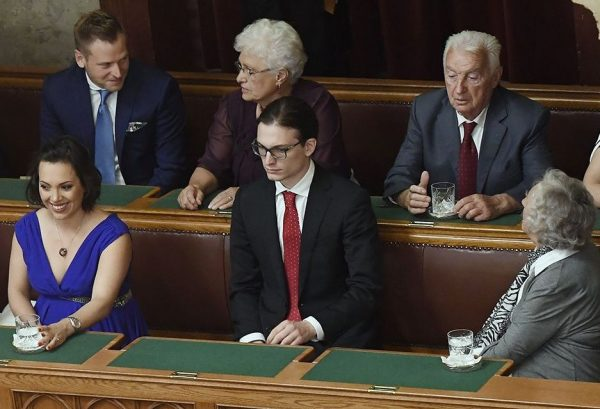 A leggazdagabbak között: a felső sorban Tiborcz István és Orbán Győző. Fotó: 24.hu