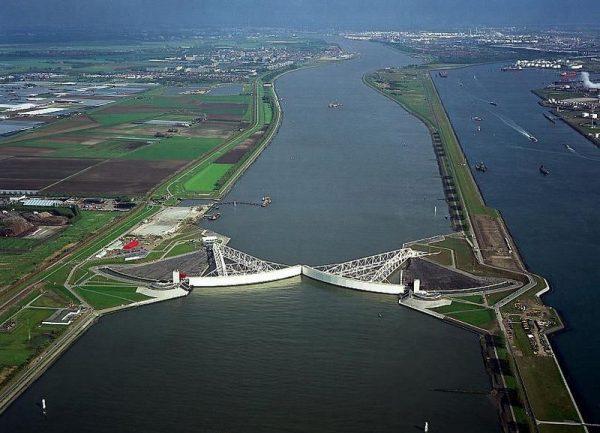A hollandok remélik, hogy a sorompó az évszázad közepéig megvédi az alacsonyan fekvő területeket. Fotó: Euronews