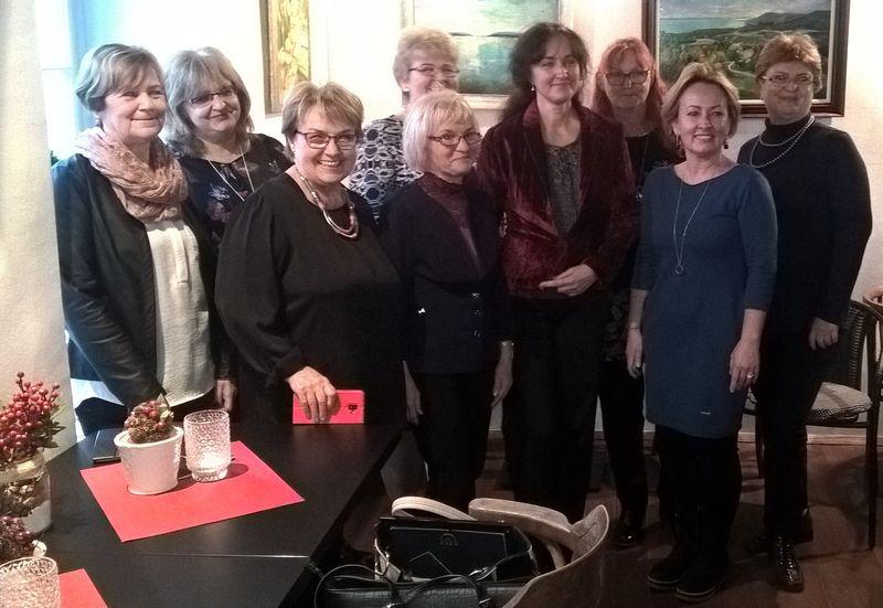 A festőiskola tagjai tanárukkal. Fotók: a szerző