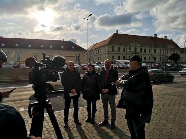 Ellenzéki képviselők sajtótájékoztatója