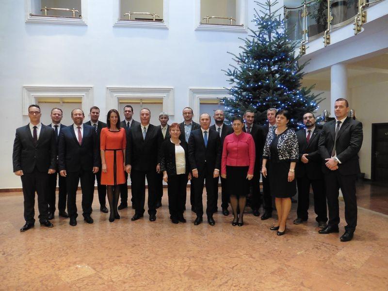 A képviselő-testület tagjairól a csoportkép a közgyűlés után készült. Fotók: a szerző