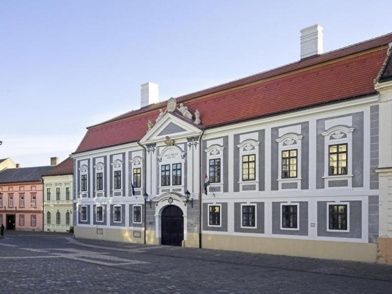 Az egyik kiállítási helyszín, a Dubniczay-palota. Fotó: Veszprém Kukac archív