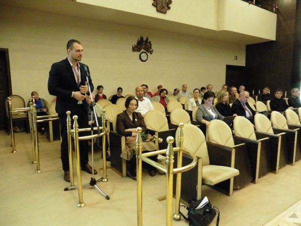 Pálinkás Norbert, a V-Busz Kft. ügyvezetője válaszolt a képviselők kérdéseire. Fotók: a szerző