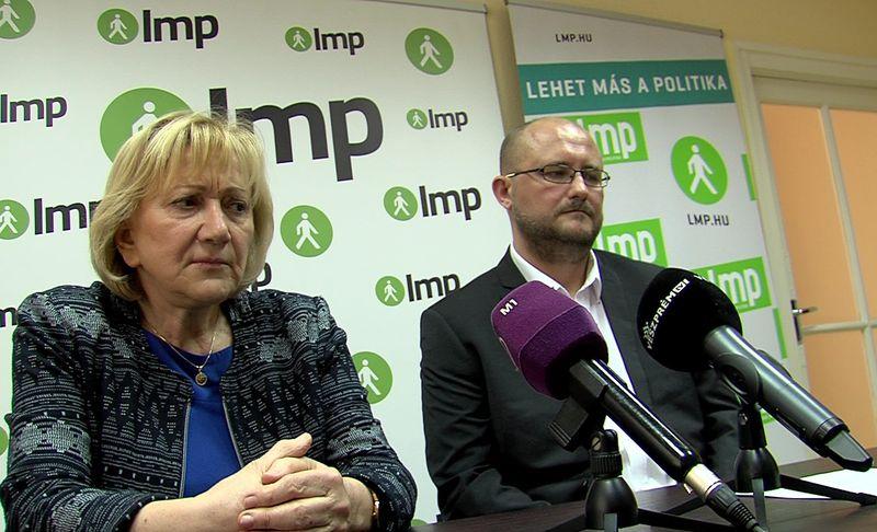 Schmuck Erzsébet és Gerstmár Ferenc a sajtótájékoztatón. Fotó: Veszprém Televízió