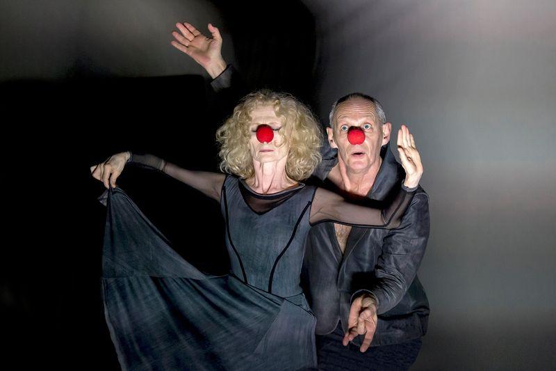 Krámer György eredeti szerepében, táncosként Lőrinc Katalinnal a Naplemente című előadásban. Fotó: Nemzeti Táncszínház