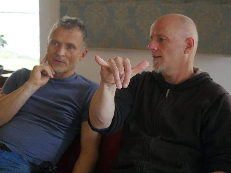 A képen balról Tóth Zsolt operatőr, jobbról Buvári Tamás rendező. Fotók: SzeretFilm Stúdió