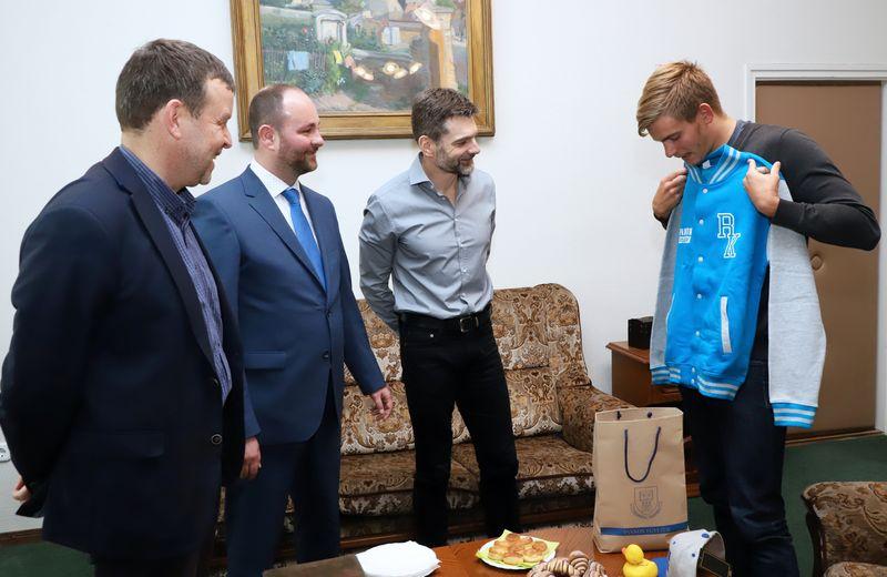 A képen balról jobbra: dr. Gelencsér András, Csillag Zsolt, dr. Edvy László és Rasovszky Kristóf. Fotó: Pannon Egyetem