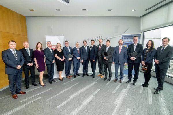 A konzorcium tagjainak képviselői. Fotó: MOL