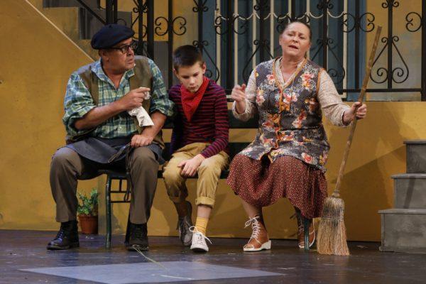 Jelenet a Veszprémi Petőfi Színház Égigérő fű című előadásából