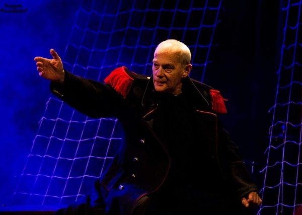 Krámer György a Pannon Várszínház Hamlet című előadásában