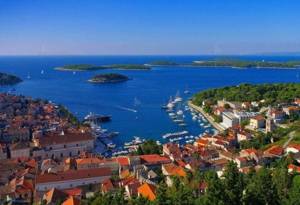 A horvátországi Hvarra már eljuthatunk a nyáron. Fotó: horvatorszaginfo.hu