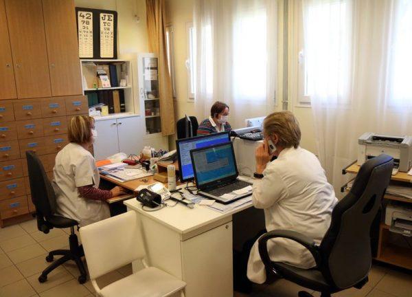 Továbbra is a telefonos segítségkérés az ajánlott. Fotó: MTI/Vajda János