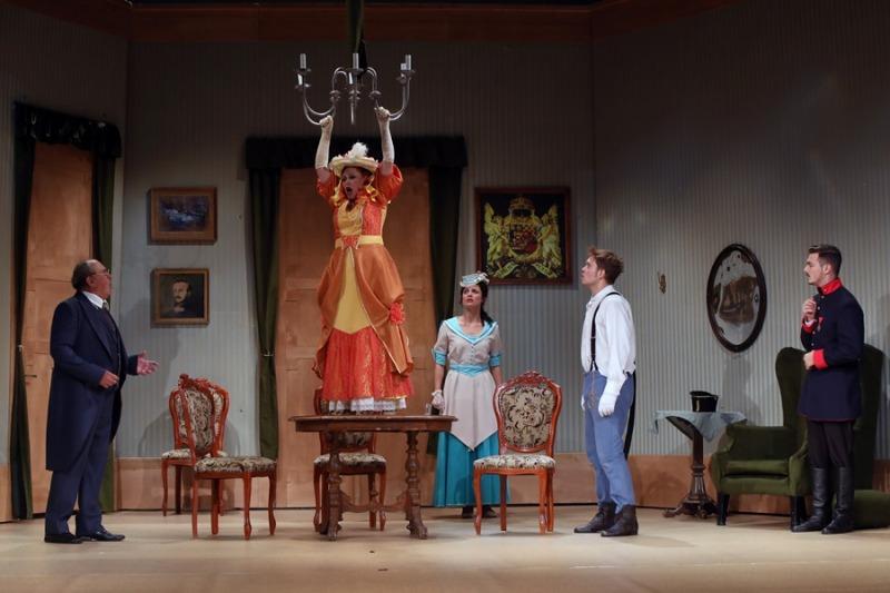 Jelenet az előadásból. Fotó: Veszprémi Petőfi Színház