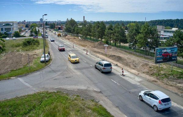 Ezen a szakaszon egy új körforgalmat is építenek: ide csatlakozik majd be a már tavaly átadott új utca is. Ezzel párhuzamosan a Kistó utca burkolata is megújul az új közlekedési tengelytől a Házgyári útig. Fotó: veszprem.hu
