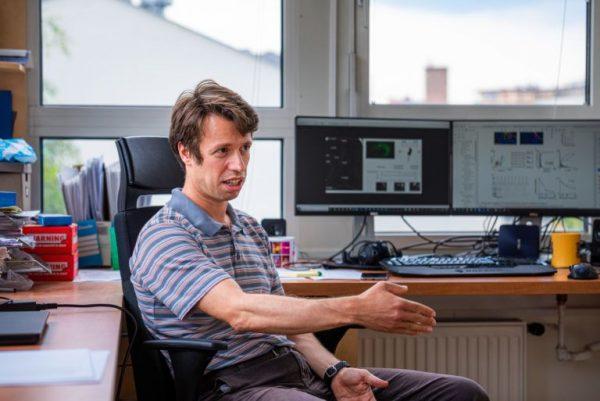 Dr. Hangya Balázs orvos, matematikus, az MTA-KOKI Rendszer-Neurobiológia Kutatócsoport vezetője. Fotó: Farkas Norbert/24.hu