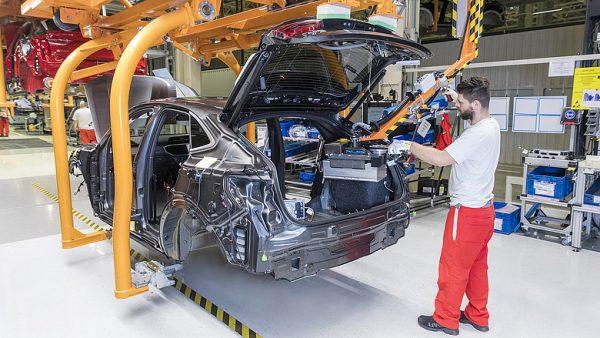 Magyarországon a veszteség inkább a nagyvállalatoknál, például a nagy járműipari cégeknél csapódott le. Fotó: napi.hu