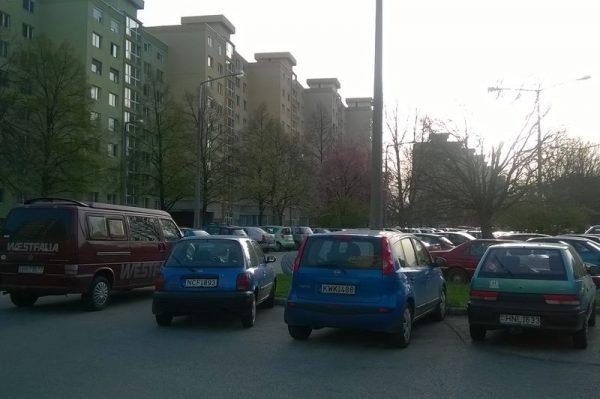 Kevés a parkolóhely Veszprémben. Fotók: Veszprém Kukac