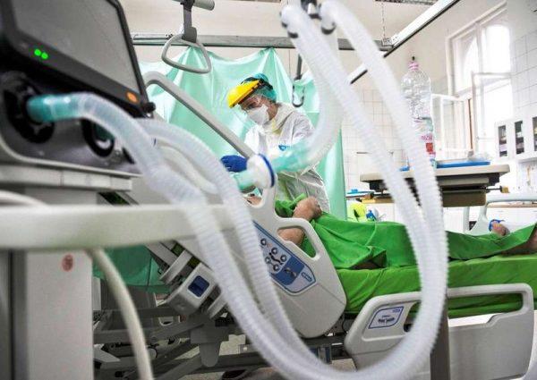 A veszélyhelyzet kihirdetésekor az egészségügyben azonnal megtiltották a külföldön vagy itthon végzett pluszmunkát. Fotó: MTI/kormany.hu/Árvai Károly