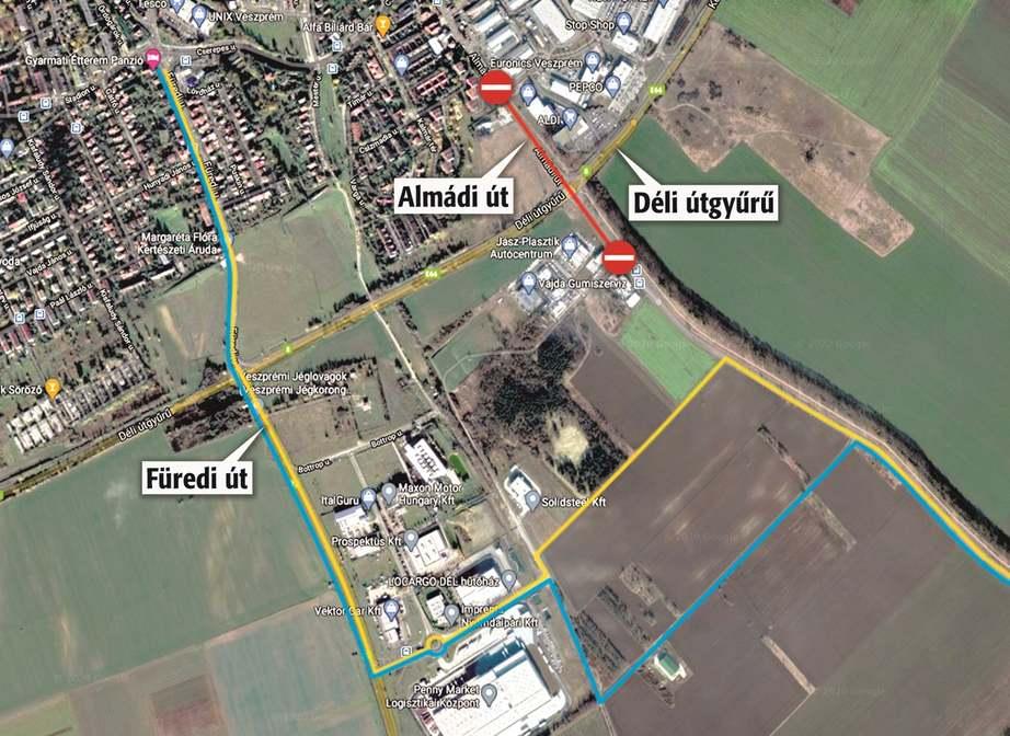 A térképen az ideiglenes terelőutakat kékkel és sárgával jelölték. A terelőútnak a várostól messzebb eső része kettéválik, és annak az útnak mindkét szakasza egyirányú. Ezt táblák jelölik