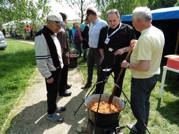 A kép a tavalyi főzőverseny zsűrizésén készült