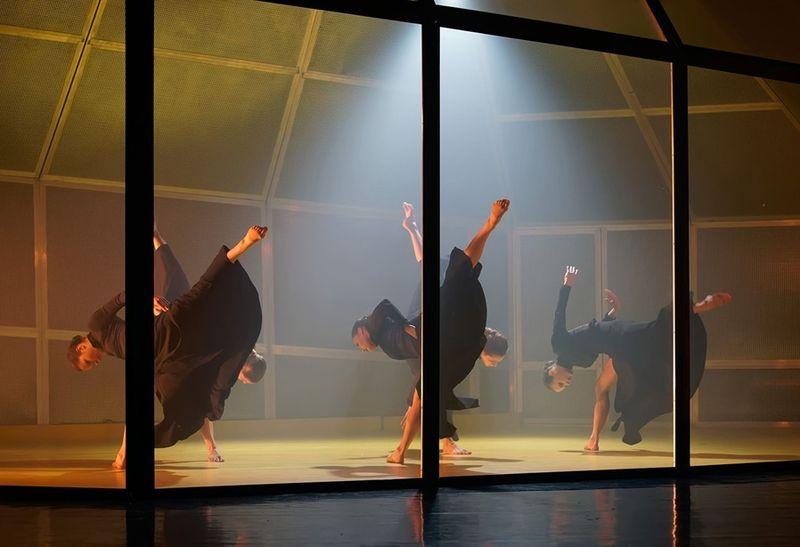 Jelenet a Szegedi Kortárs Balett Bernarda Alba háza című produkciójából. Fotó: Mészáros Csaba