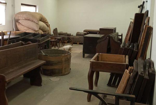 A raktárakban pihenő tárgyakat is láthatják az érdeklődők. Fotó: LDM
