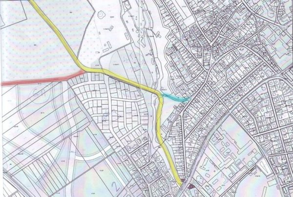 A térképen sárgával jelölve a tervezett takácskerti út, pirossal a Barabás-féle út, kékkel pedig a  másik jelenlegi út, amely a kőhídon át vezet