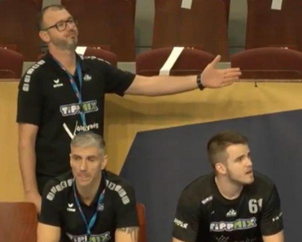 Tombor Csaba – aki edzőként a csapatához hasonlóan újonc az NB i-ben – kéztartása kísértetiesen hasonlít egy nagy formátumú sportvezetőéhez, mint aki azt mondja, srácok, ezt nem így beszéltük meg. Fotó: Cseh Péter