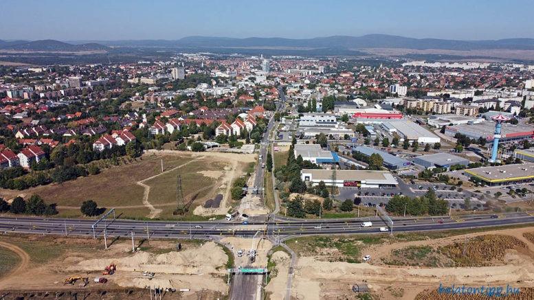 A 8-as főút veszprémi elkerülő szakasza az almádi csomópontnál szeptember végén. Fotó: Győrffy Árpád