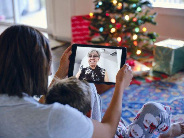 Virtuális találkozás a nagyszülővel. Fotó: Getty Images/Richlegg