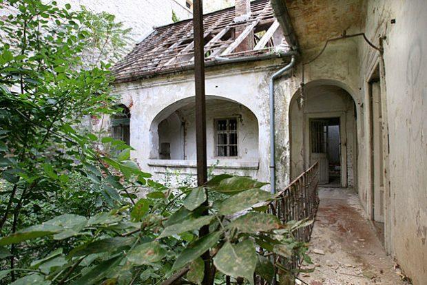 A Ruttner-ház már évekkel ezelőtt is szörnyű állapotban volt. Fotó: nol.hu