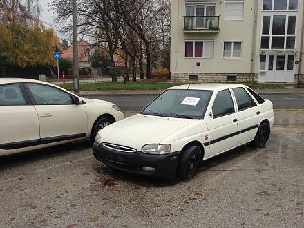 Üzemképtelen gépjárművek. Fotó: veszprem.hu
