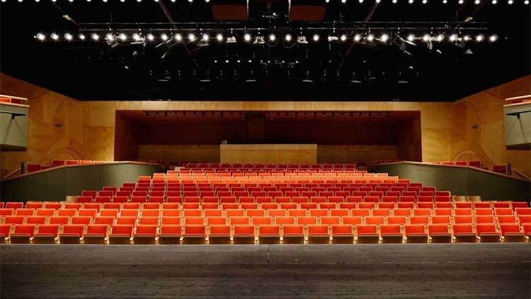 A színészekkel egyelőre nem találkozhat a közönség a színpadon. Fotó: Pannon Várszínház